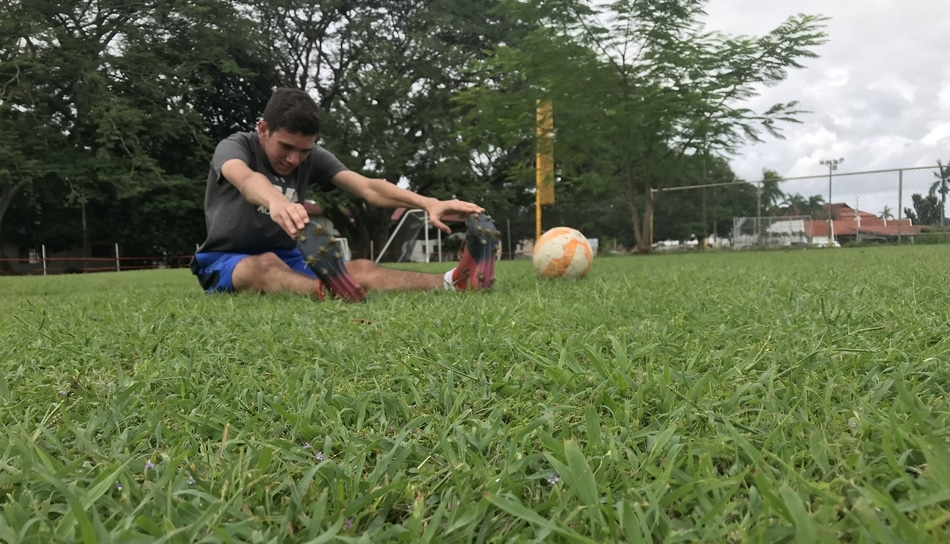 81499afee We are happily playing soccer when we start to feel a little pain in our  feet. The pain gets bigger and bigger, and suddenly, we didn't even ...